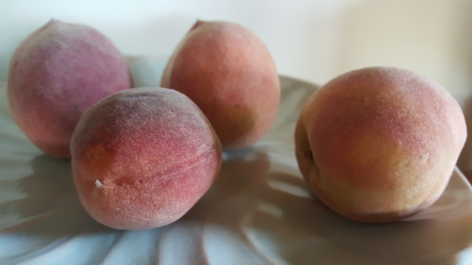 6-whole-peaches