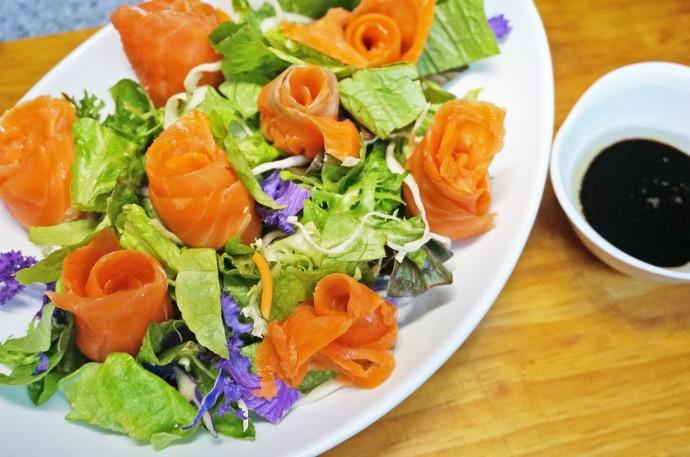salad with salmon 1443366_1280