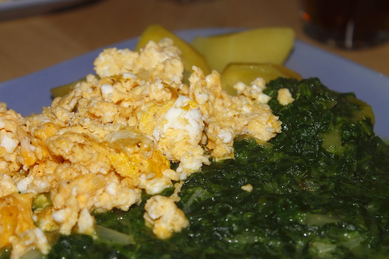 greens and eggs 694677_1280